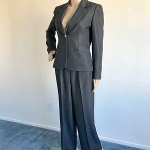 Tahari black pinstripe 2pc career suit 4P